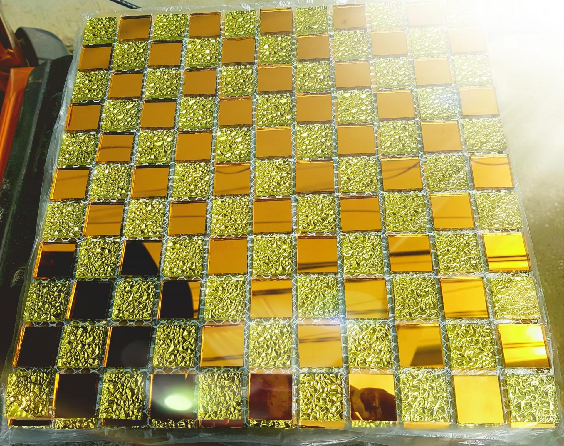 Mosaic trà vàng hoa văn AL119